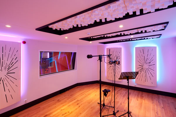 Made by hans koomans key productions recording room for Recording studio live room design
